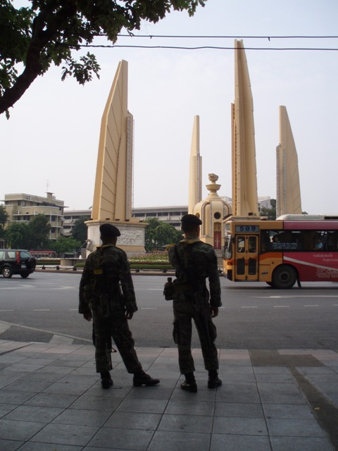 Soldiers at Democracy Monument 092406.JPG