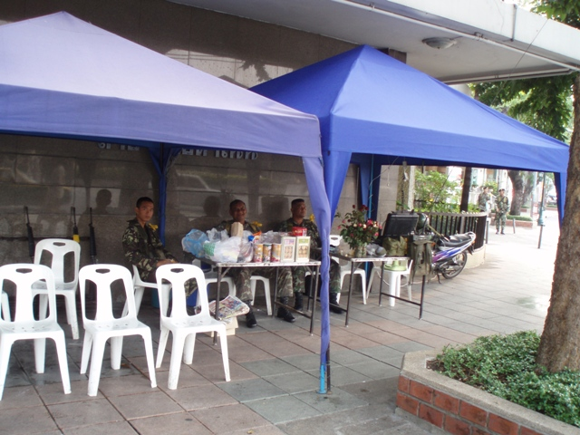 Soldiers under canopy across from Democracy Monument 092406.JPG