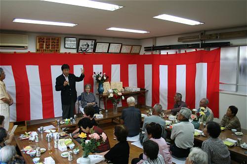 Shiozaki with old people.JPG
